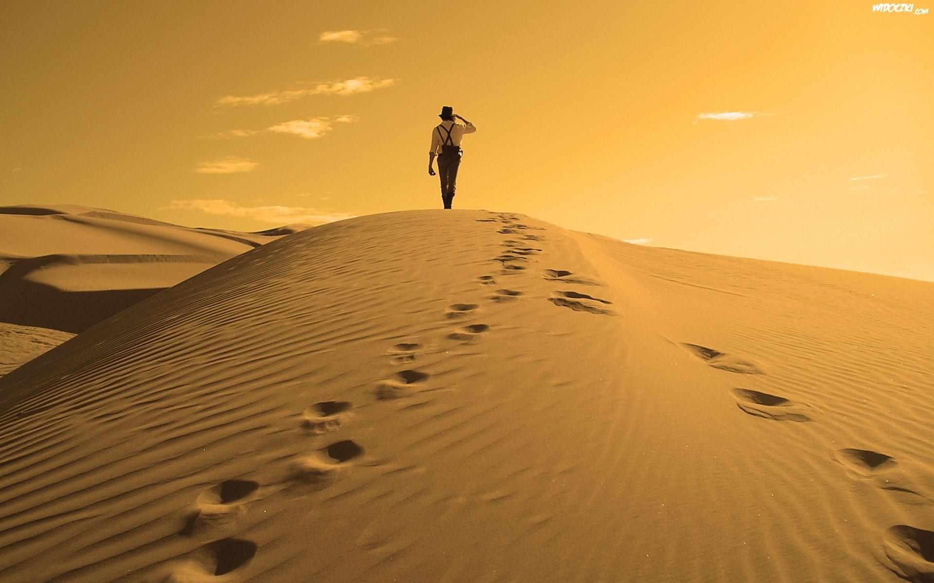 lady-pustynia-czlowiek.jpeg